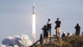 Sempat Ditunda, SpaceX Sukses Luncurkan Roket Falcon Heavy