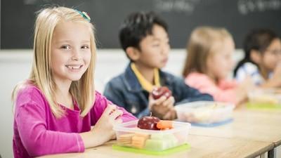 4 Manfaat Si Kecil Membawa Bekal ke Sekolah