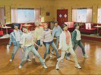 BTS dan Halsey akan Bawakan 'Boy with Luv' di Billboard Music Awards