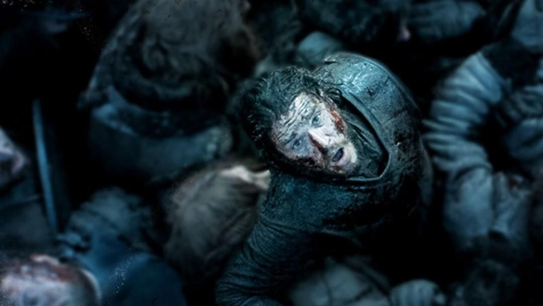 Banyak yang tak menyangka bahwa Jon Snow yang diperankan oleh Kit Harington akan menjadi sosok central dalam serial ini. Pemeran Jon ini dibayar UDS 500 ribu/episode (setara Rp 7,04 miliar)
