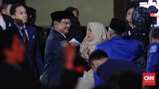Anggota BPN Neno Warisman mengajak pendukung takbiran seperti takbir yang dikumandangkan umat muslim menyabut Idul Fitri usai Prabowo-Sandi deklarasi menang.