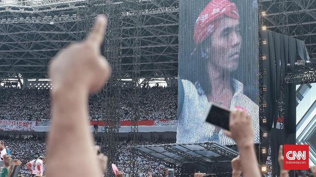 Kaka 'Slank' mengaku membawakan selawat berduet dengan Hadad Alwi khusus untuk kampanye akbar Jokowi-Ma'ruf Amin, 'Konser Putih Bersatu'.