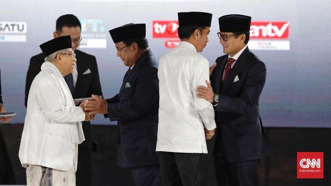 Jokowi menilai kisah orang per orang yang kerap dilontarkan Cawapres Sandiaga Uno sebagai isyarat tak pahamnya Sandi dengan ekonomi makro dan mikro.