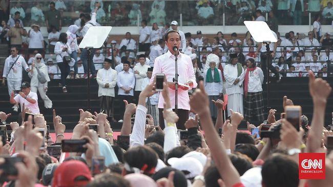 Capres Jokowi berterima kasih kepada ketua umum partai politik pendukung yang hadir dalam kampanye akbar di GBK, Jakarta, Sabtu (13/4).