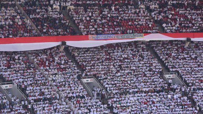 Cak Lontong mengingatkan pada massa pendukung di GBK untuk mencoblos paslon nomor urut 01 pada hari pemilihan 17 April mendatang.
