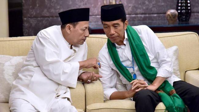 Presiden Jokowi bersama sejumlah tokoh pemuka agama menggelar doa kebangsaan di halaman Istana Merdeka menyambut HUT kemerdekaan ke 74 RI, 17 Agustus mendatang.