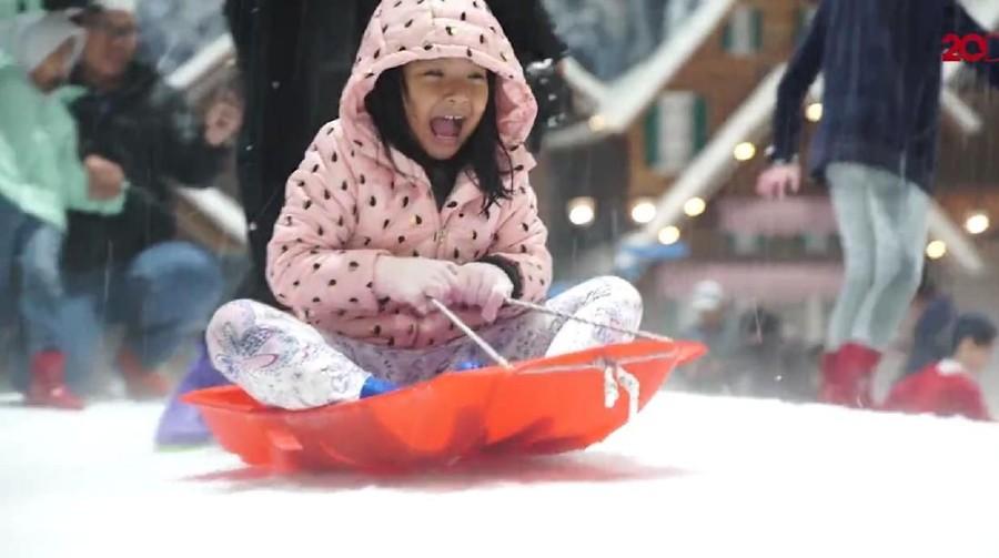 Keseruan Anak Kepo Main Wahana Salju di Trans Snow World Juanda