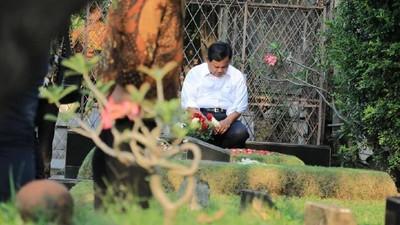 Prabowo Kunjungi Makam Ayahanda di Masa Tenang Pemilu