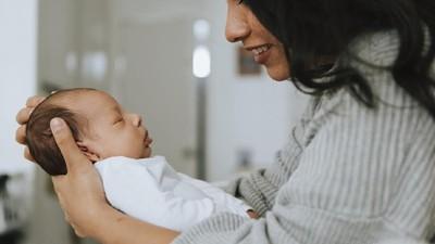 4 Tantangan Mengurus Bayi di Minggu Awal Kelahirannya