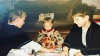 <p>Sebagai anak bontot dan perempuan satu-satunya, pastinya Sophie Turner paling disayang oleh kedua kakak laki-lakinya. (Foto: Instagram @sophiet)</p>