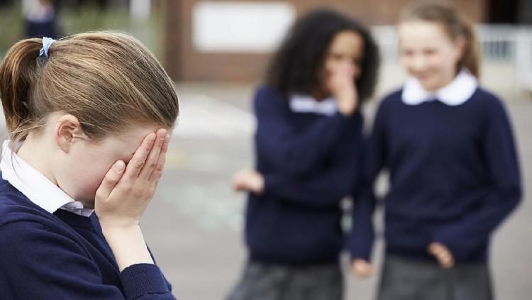 Kasus yang menimpa Nunung berimbas pada anak bungsunya. Sang anak menjadi korban bullying di sekolah.