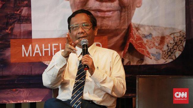 Mahfud MD mengaku walau banyak pihak di media sosial yang menilai ia musuh Andi Arief, namun di dunia nyata mereka bersahabat baik.