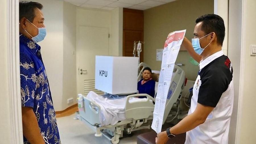 Ani Yudhoyono Nyoblos di Rumah Sakit di Singapura