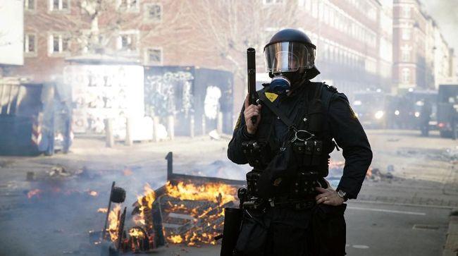 Setidaknya 23 orang ditahan dalam kerusuhan akibat demonstrasi kelompok ekstrem kanan anti-imigran di Copenhagen, Denmark, pada Senin (15/4).