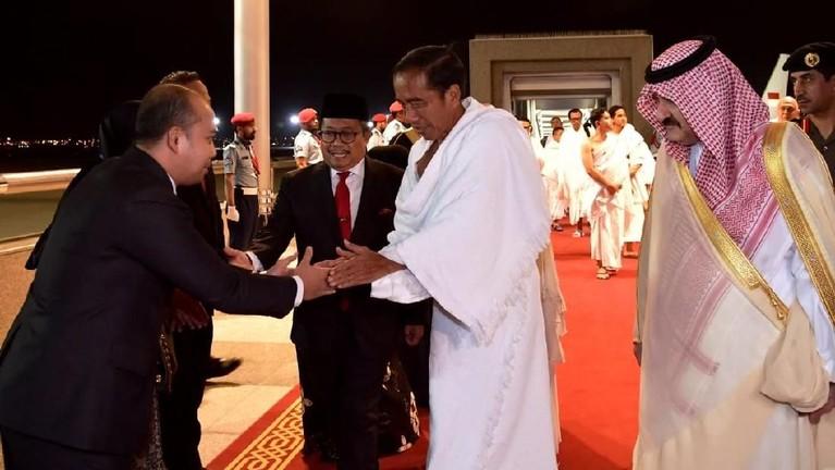 Pada Minggu malamnya, Jokowi dan Iriana langsung bertolak ke Jeddah dan Mekah untuk melaksanakan ibadah umrah.