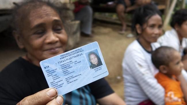 Suku Polahi yang berarti orang pelarian di Gorontalo, masih ada yang belum pernah menggunakan hak suara mereka ataupun belum pernah ikut pemilu sekalipun.