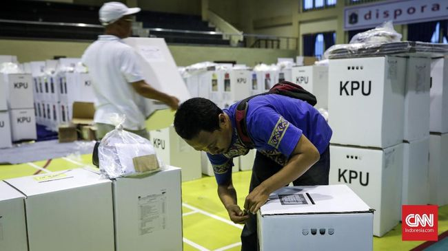 Perkumpulan untuk Pemilu dan Demokrasi (Perludem) menilai perppu baru perlu mengatur sanksi tegas untuk peserta pilkada yang abai protokol corona.
