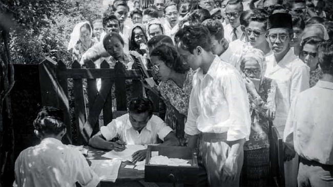 Partai Masyumi resmi kembali aktif hari ini, bertepatan dengan 75 tahun peringatan berdirinya partai tersebut.