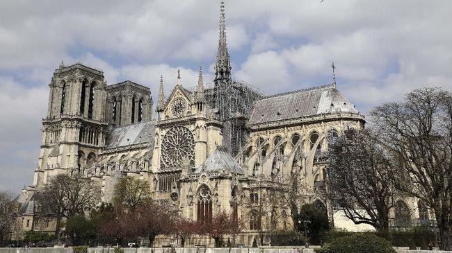 Katedral Notre Dame yang sempat mengalami kebakaran pada April lalu kini telah aman untuk mendapatkan proyek restorasi.