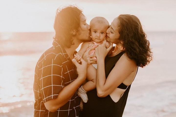Menjadi orang tua baru membuat kehidupan Chicco Jerikho dan Putri Marino lebih bermakna, Bun. Intip kebahagiaan mereka yuk.