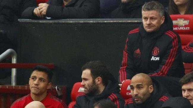 Para pemain Manchester United dikabarkan berselisih terkait uang bonus menggiurkan yang didapat Alexis Sanchez dan Paul Pogba.