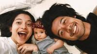 <p>Meski disibukkan dengan berbagai aktivitas, Chicco Jerikho dan Putri Marino selalu menyempatkan quality time, terutama bareng si kecil. (Foto: Instagram @putrimarino)</p>