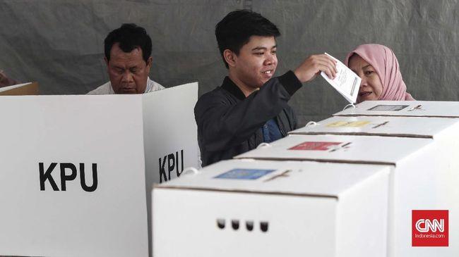 Komisioner KPU Viryan Aziz membuka wacana pencoblosan menggunakan teknologi informasi tanpa surat suara.