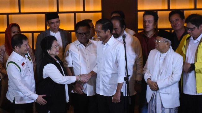 Presiden Jokowi memamerkan kenaikan tingkat kepercayaan masyarakat terhadap pemerintah di depan para ketua umum partai politik.