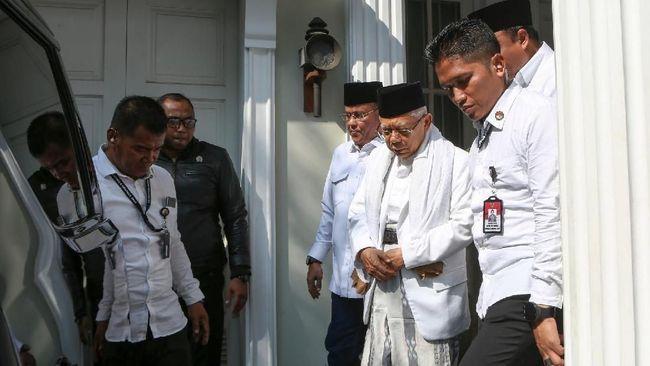 Calon Wakil Presiden Ma'ruf Amin bersama dengan istrinya kompak mengenakan baju putih saat nyoblos. Baju putih ia pilih dengan sengaja.