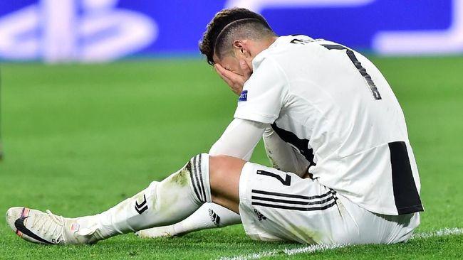 Bintang Juventus Cristiano Ronaldo langsung menangis ketika melihat cuplikan video mendiang ayahnya, Jose Dinis Aveiro, begitu bangga membahas sang anak.