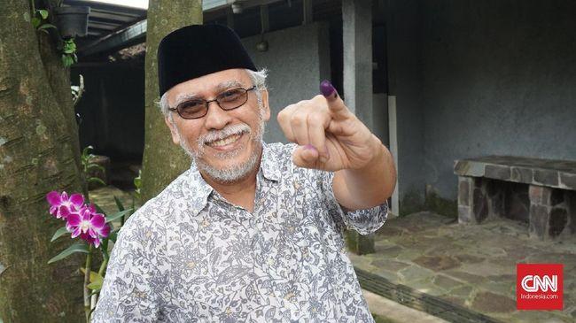 Musisi senior itu menuliskan dua nama Walikota yang baru saja dilantik Gibran Rakabuming dan Bobby Nasution terkait 2024.