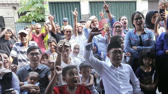 Hari ini Pemilu serentak di gelar. Rakyat Indonesia memilih calon presiden/wakil presiden, anggota DPR RI, DPD, DPRD Provinsi dan DPRD Kabupaten.