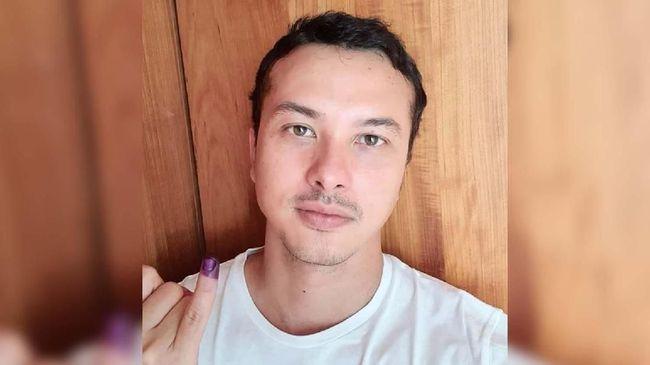 Aktor Nicholas Saputra unggah foto cewek di akun Instagram, netizen ramai-ramai patah hati dengan unggahan tersebut.
