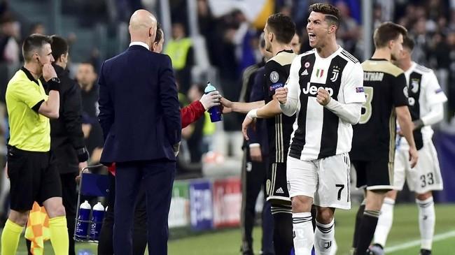 Ajax menyingkirkan Juventus di perempat final Liga Champions sekaligus membuat Cristiano Ronaldo gagal ke semifinal untuk kali pertama dalam sembilan tahun.