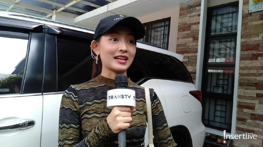 Natasha Wilona Mendapat Hadiah Anjing Dari Fans