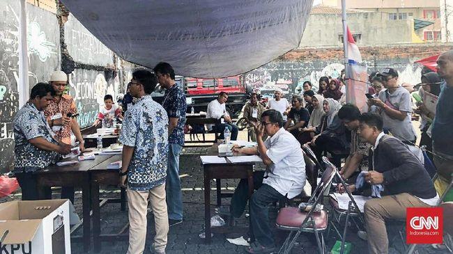 Sekretaris TKN Hasto Kristiyanto menyatakan kemenangan Jokowi di TPS Rizieq Shihab dan Amien Rais menjadi bukti rakyat tak termakan strategi hoaks lawan politik