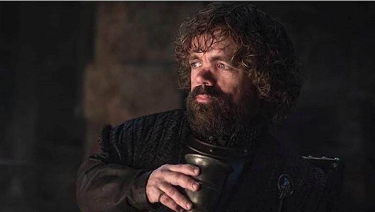 Tyron Lannister bersama dengan satu-satunya pasangan setianya, Wine.