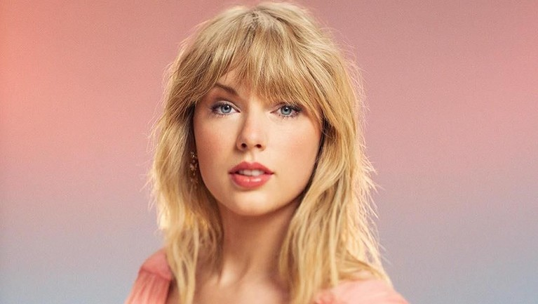 Taylor Swift. Memiliki jumlah follower lebih dari 120 juta, Swift disebut memiliki sebanyak 46% followers palsu.