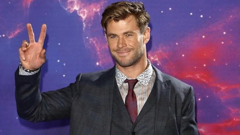 Chris Hemsworth. Memiliki kekayaan hingga Rp980 miliar membuat Hemsworth menduduki posisi ketiga pemain Avengers dengan penghasilan terbesar.