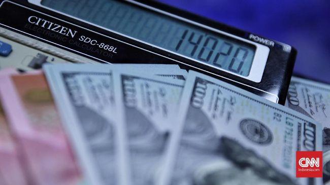 Rupiah mendarat di posisi Rp14.020 per dolar AS pada perdagangan pasar spot, Senin (29/7). Rupiah melemah 12 poin atau 0,08 persen dibanding akhir pekan.