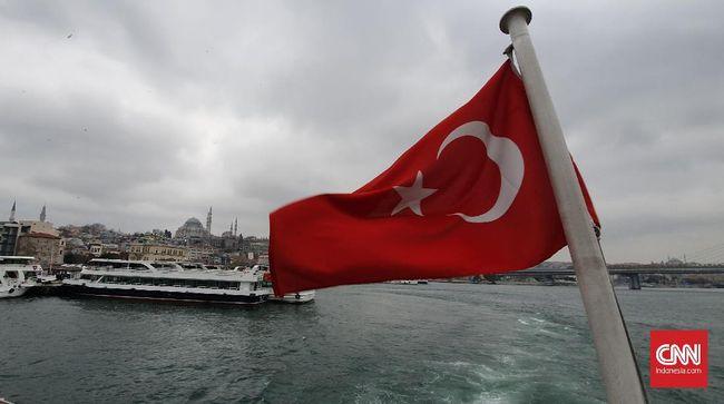 Istanbul adalah satu-satunya kota di dunia yang melintas dua benua, Asia dan Eropa.