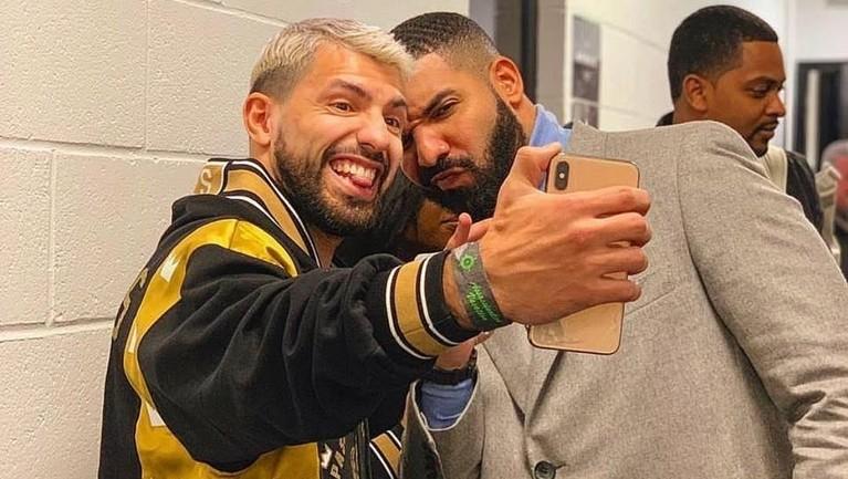 Beberapa hari sebelum pertandingan Tottenham Hotspurs vs Manchester City, Sergio Aguero juga kedapatan foto bersama Drake. Dalam pertandingan itu City kalah 1-0, bahkan Aguero gagal mengeksekusi bola penalti.