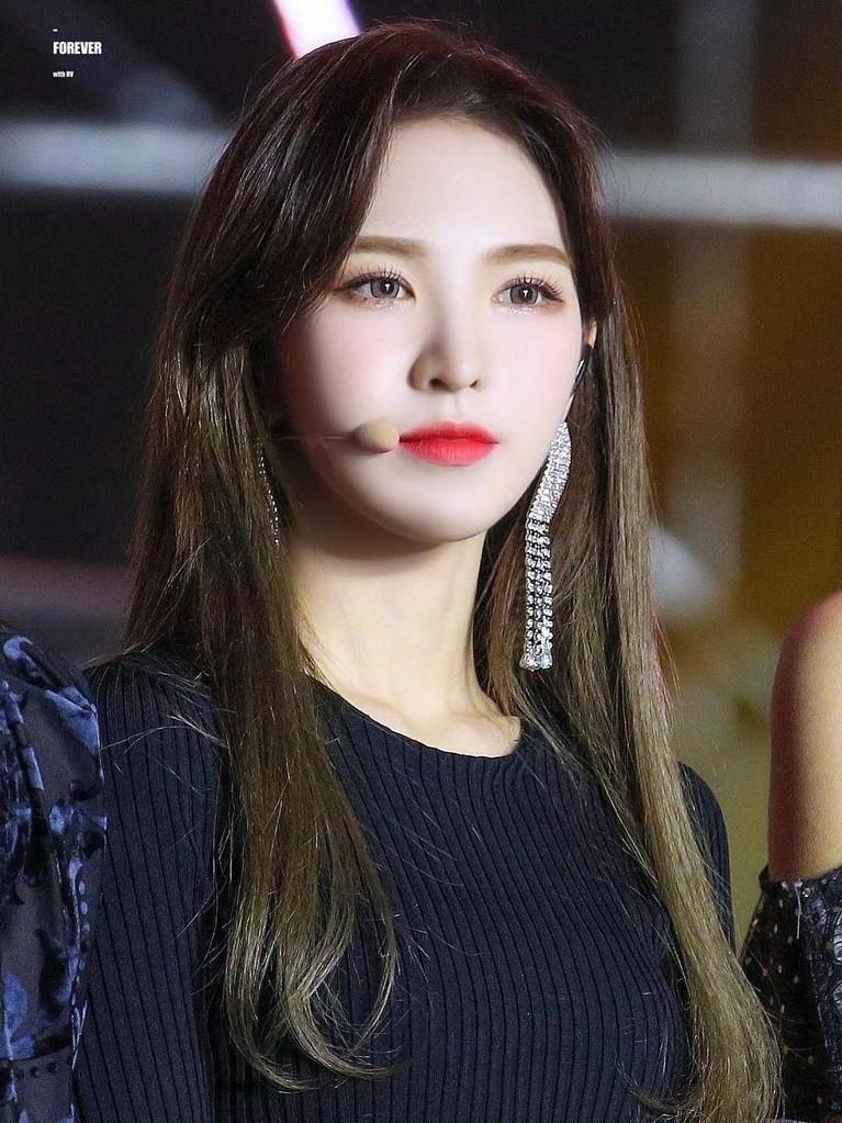 Wendy yang berposisi sebagai main vocal bergabung dengan SM Entertainment pada tahun 2012 melalui SM Global Audition.