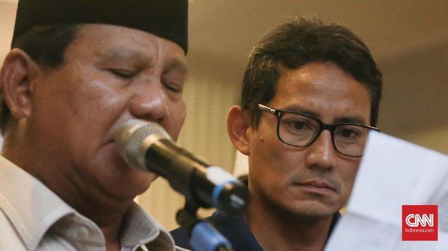 Sandiaga menunjukkan wajah lesu saat Prabowo mendeklarasikan kemenangan. Sandiaga disebut sakit dan belum pulih pascapencoblosan kemarin.