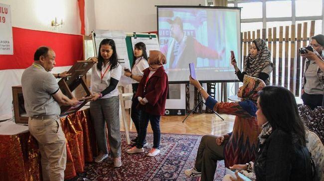 Pasangan Jokowi-Ma'ruf Amin unggul di Serbia dan Montenegro, dengan meraih 59 dari 76 surat suara sah atau sekitar 77,63 persen.