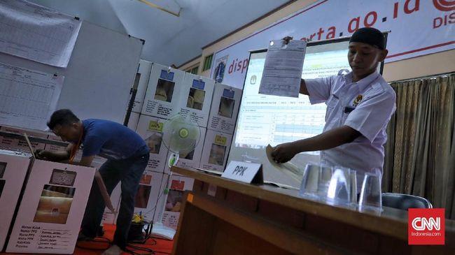 Berdasarkan data KPU hingga Sabtu (20/4) pukul 14.30 WIB, Jokowi-Ma'ruf memperoleh 54,8 persen suara, sedangkan Prabowo-Sandi 45,1 persen.