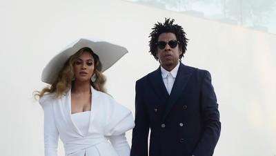 Sweet! 8 Momen Romantis Penyanyi Beyonce dan Jay-Z