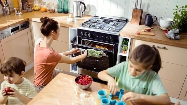 Menanamkan pola hidup sehat kepada si kecil dapat dilakukan dengan berbagai cara menyenangkan.