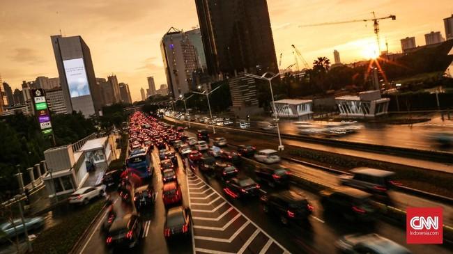 Serbuan polusi dan pencemaran oleh manusia pada air, udara dan tanah semakin membuat bumi kian panas dan tak lagi ramah.