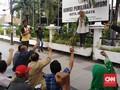 Enam Parpol Geruduk KPU Surabaya Tunjukkan Bukti Kecurangan